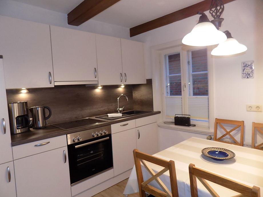 Frisch renovierte Küche ladet alle zum Kochen ein