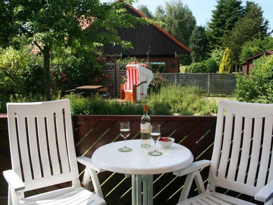 Überdachter Sitzplatz zum Garten hin