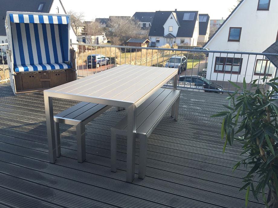 Die Terrasse mit Strandkorb