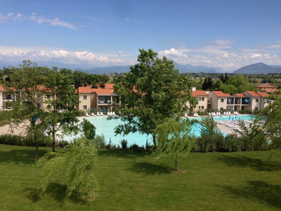 Pool und Gartenanlage