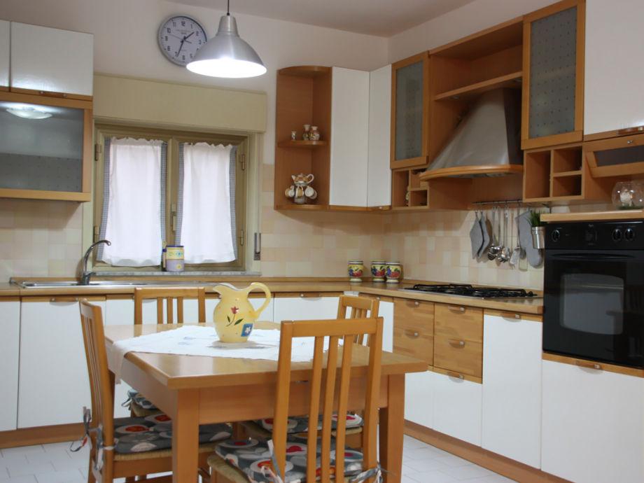 Gemütliche und komplett ausgestattete Wohnküche