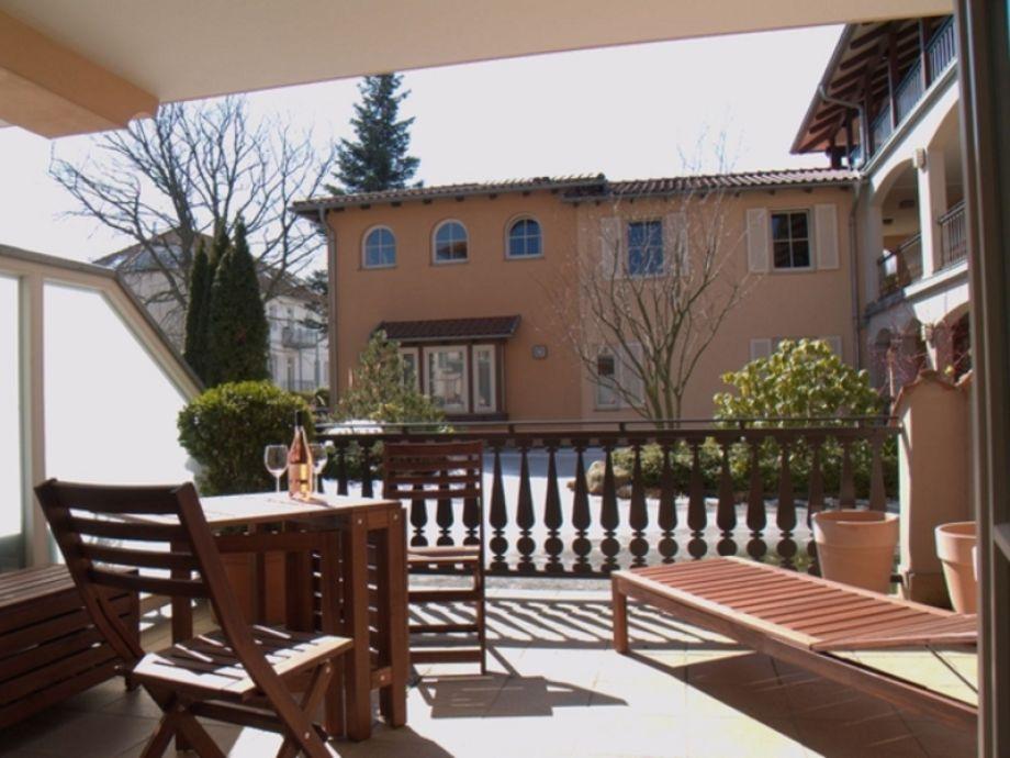 Sonnige und möblierte Terrasse (Winterbild)