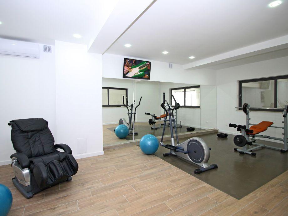 Luxus fitnessraum  Ferienhaus Luxus-Villa Bane, Duce, Dalmatien - Firma FERIEHOME ...