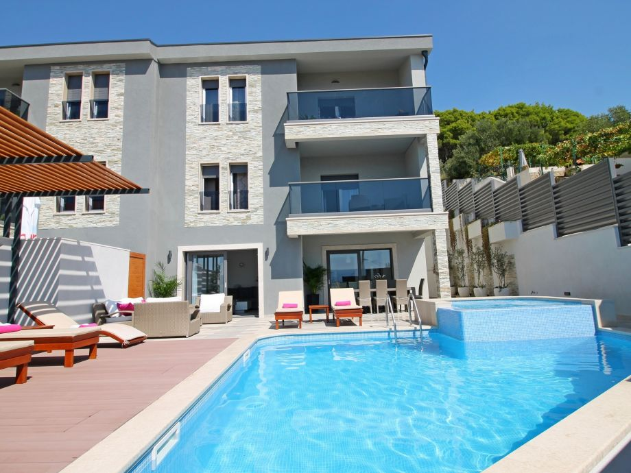 VILLA BANE- private 32m2 heated pool with jacuzzi, gym