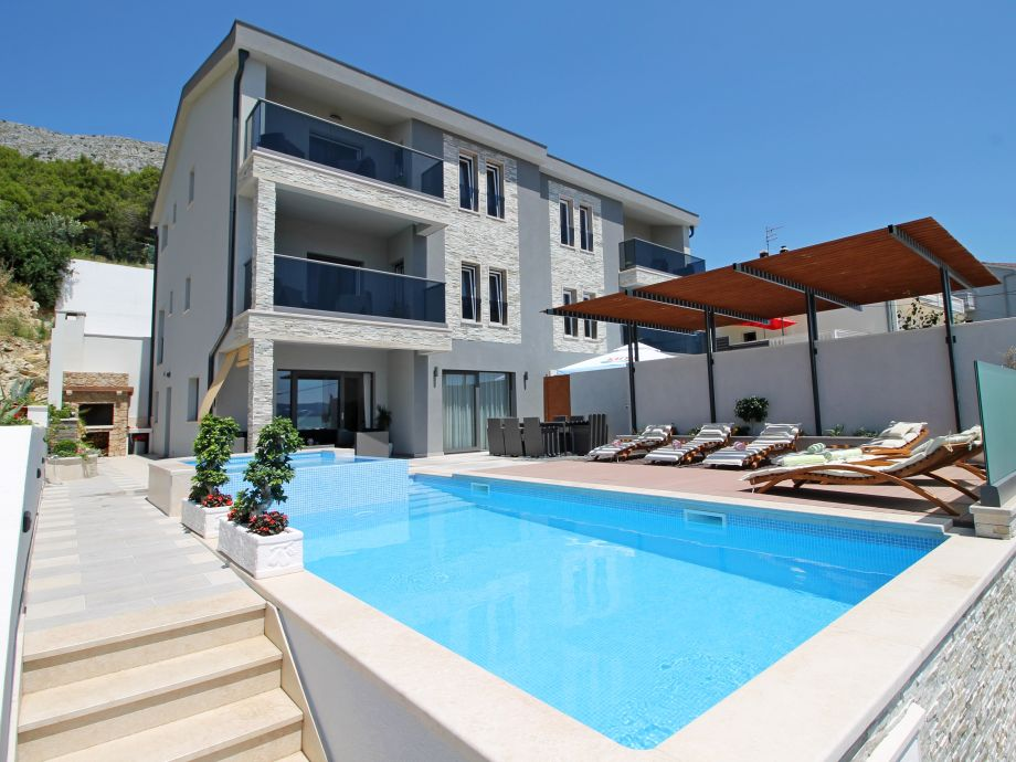 Villa Paradise with pool 32m2, outdoor BBQ, billiards a