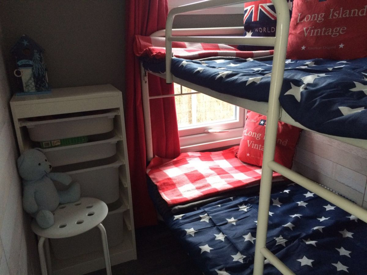 chalet bleeker 2 makkum firma bleekers marktbedrijf herr ynze bleeker. Black Bedroom Furniture Sets. Home Design Ideas