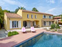 Ferienhaus Ferienhaus mit Pool und Meerblick in Carqueiranne