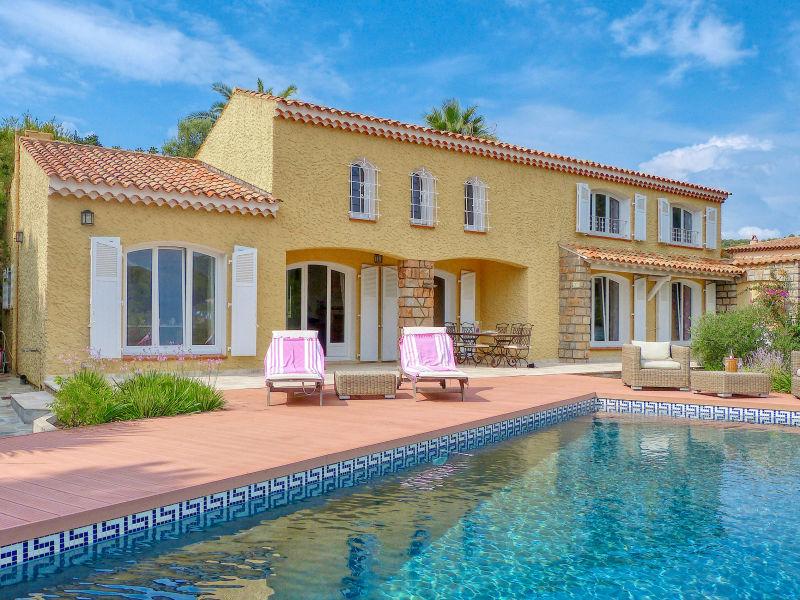 Ferienhaus mit Pool und Meerblick in Carqueiranne