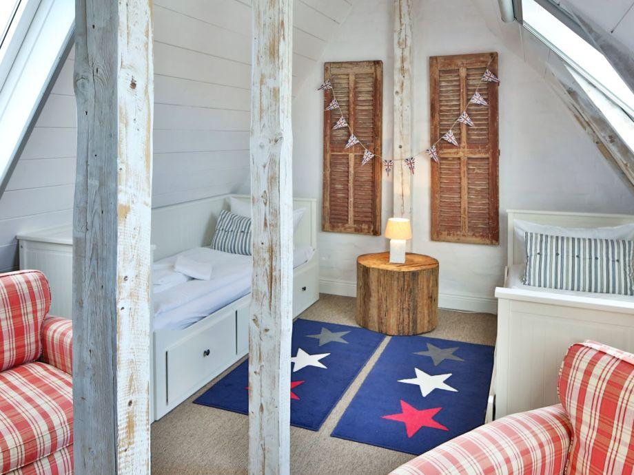 4. Schlafzimmer im Dachgeschoss mit zwei Einzelbetten