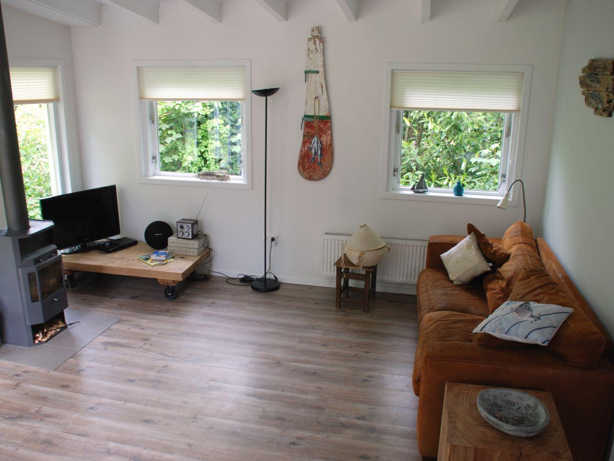 Bungalow elzenmeet 8 zeeland renesse firma zeeland for Wohnzimmer eingerichtet