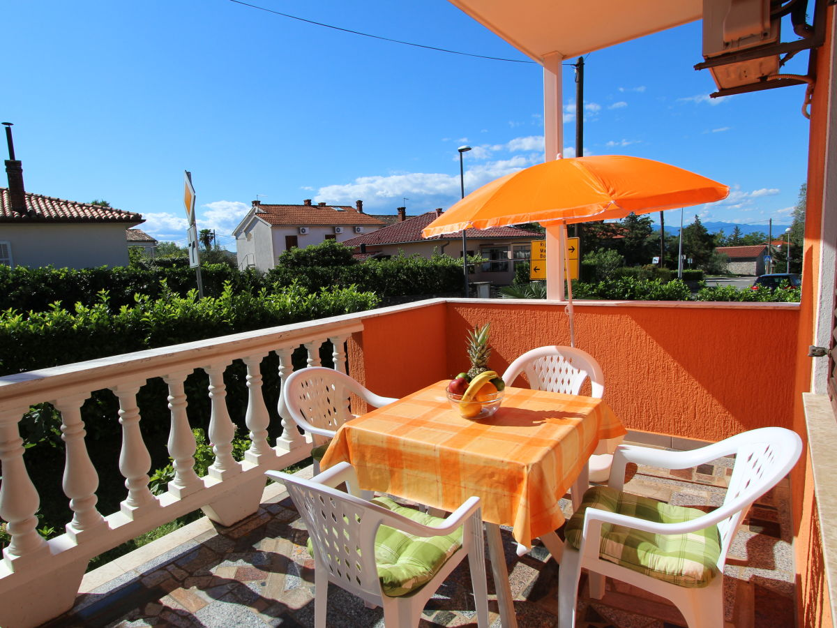Holiday apartment brckovic miko nr 1 malinska island for Balcony seating