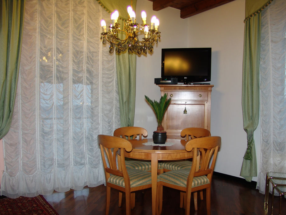 Ausstattung LAKE GARDA (West )  Villa Patrizia
