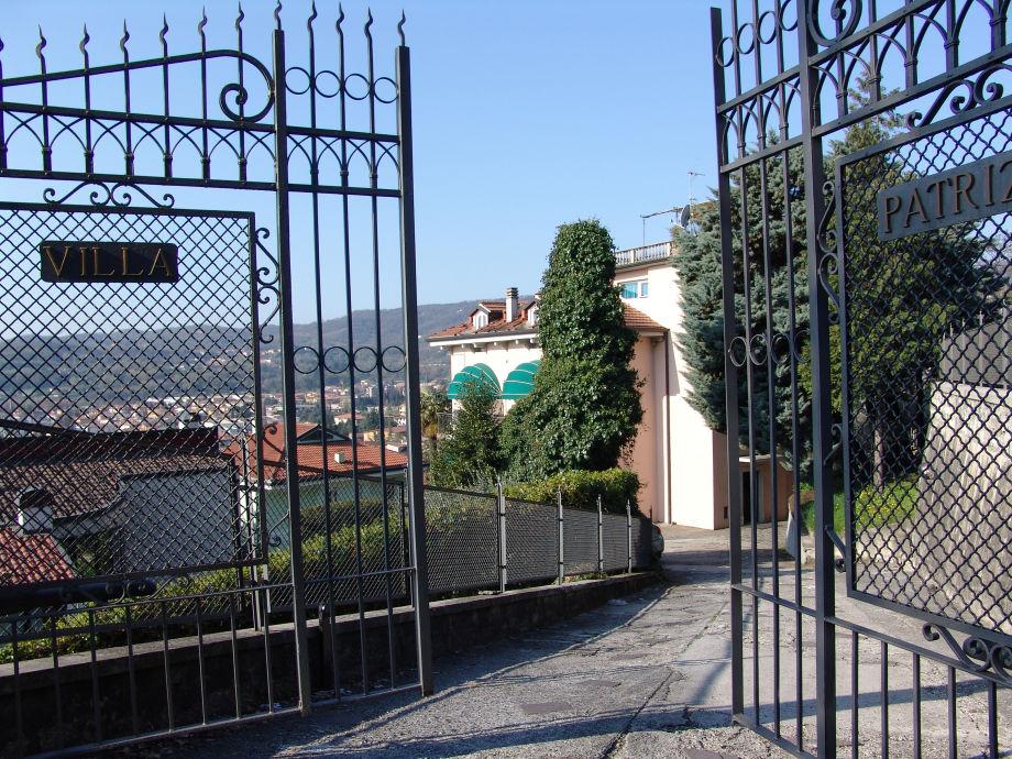 Einfahrt zur Villa Patrizia