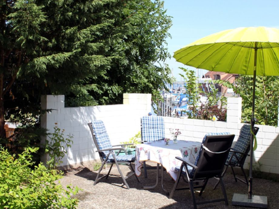 Terrasse mit Hafenblick