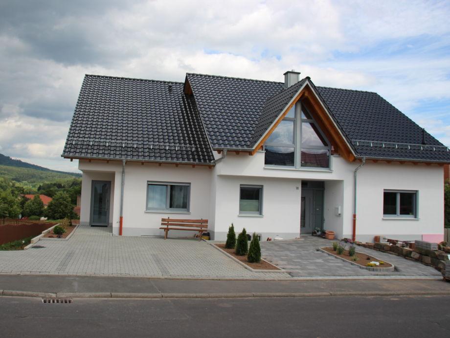 Unser Ferienhaus und Stellplätze (linke Seite)
