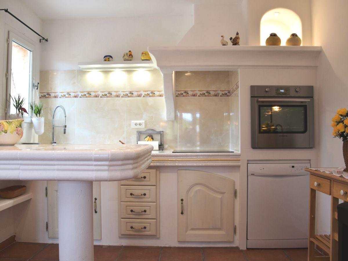 ferienwohnung la tour cote d 39 azur var frau maria pelissier. Black Bedroom Furniture Sets. Home Design Ideas