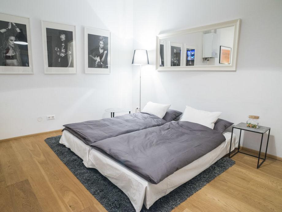 apartment modern geschmackvoll und ruhig wien sterreich herr helfried edda. Black Bedroom Furniture Sets. Home Design Ideas