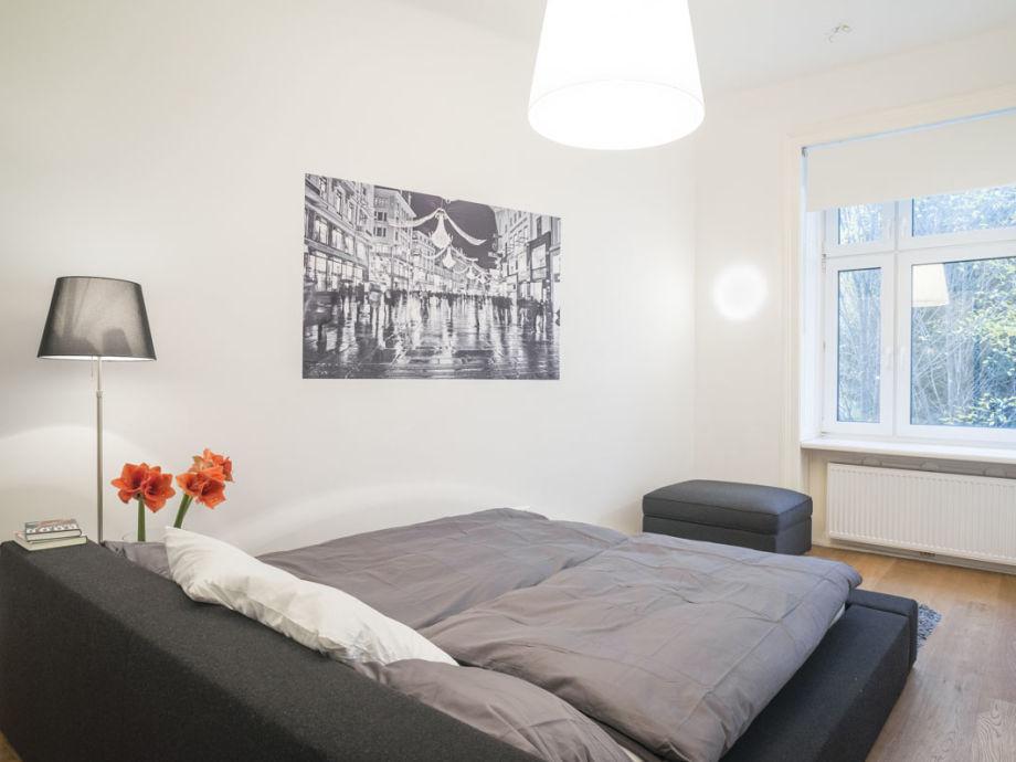 https://images.traum-ferienwohnungen.de/127125/2827105/45/schlafzimmer-sehr-ruhig-mit-blick-ins-gruene.jpg
