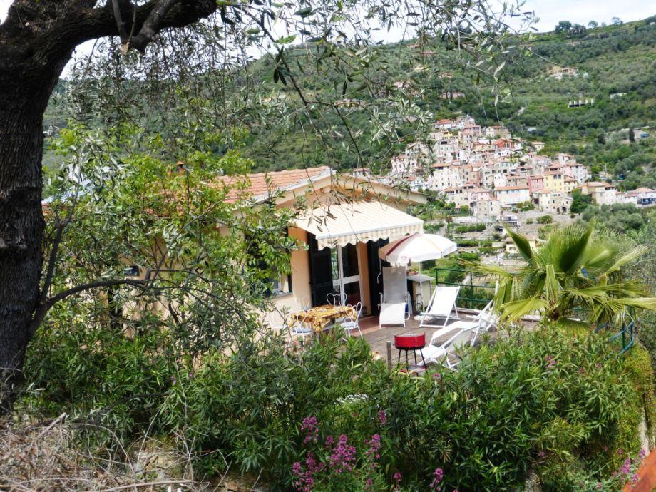 Blick auf die Terrasse mit Isolalunga im Hintergrund