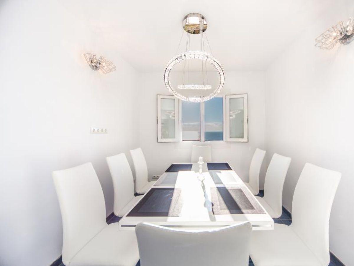 esstisch mit platz f r 8 personen. Black Bedroom Furniture Sets. Home Design Ideas