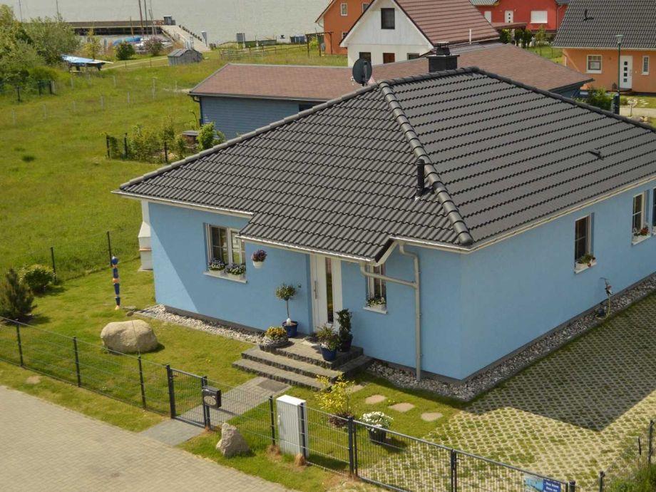 """Außenaufnahme Ferienhaus """"Das blaue Haus am Peenestrom"""" Peenemünde"""