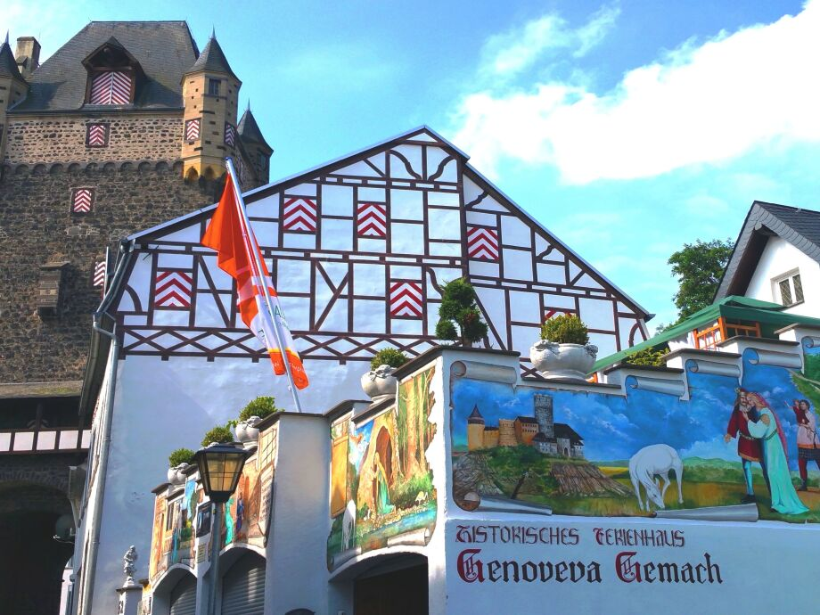 Obertor/Ferienhaus mit Malereien der Genoveva-Sage