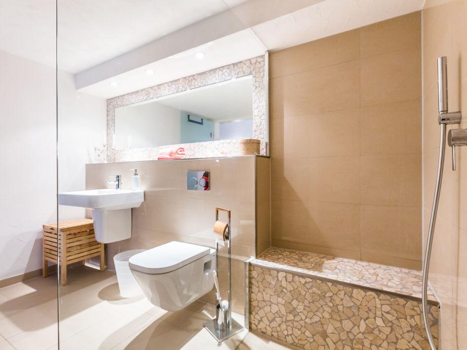 Begehbare Dusche Fußbodenheizung :  Dusche Großer Wandspiegel Begehbare Dusche + großer Wandspiegel