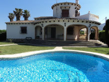 Villa at the sandy beach, kids are welcome