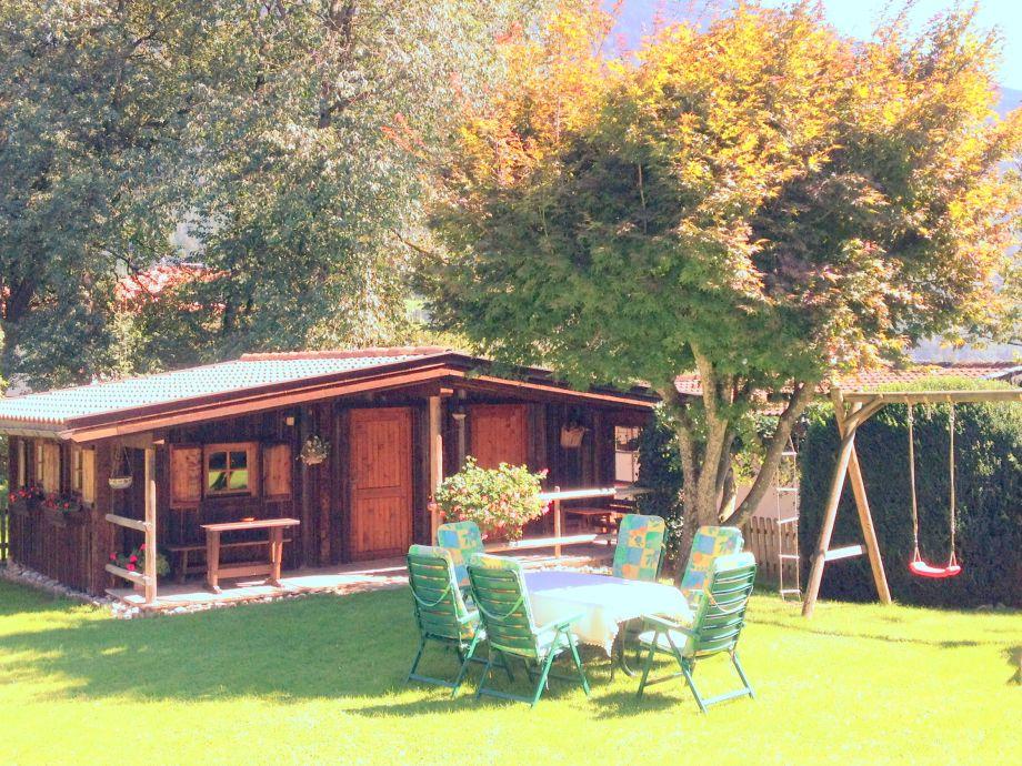 schönes Gartenhaus mit Grillmöglichkeit