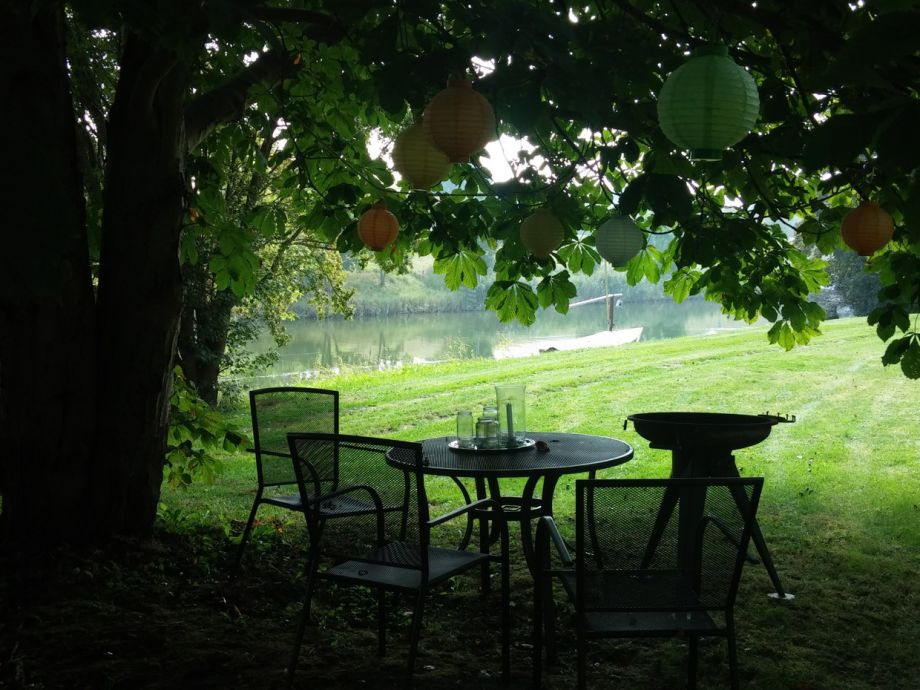 Sitz unter der Kastanie