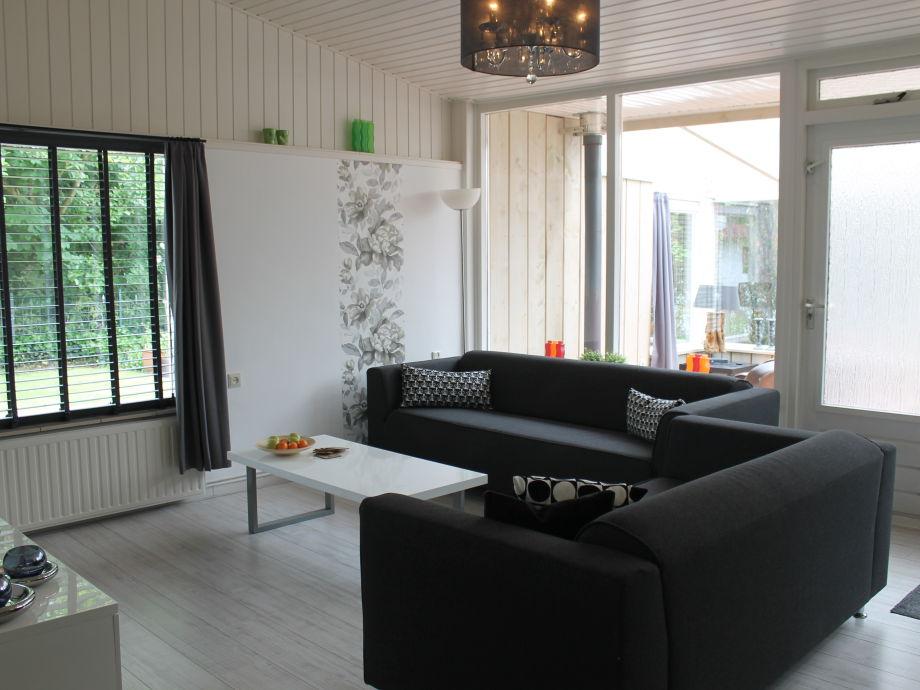Ferienwohnung bungalow storm nord holland julianadorp for Modern eingerichtete wohnzimmer