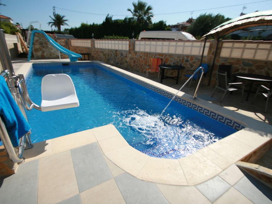 Poollifter und Whirlpoolbereich für 3 Ferienhäuser