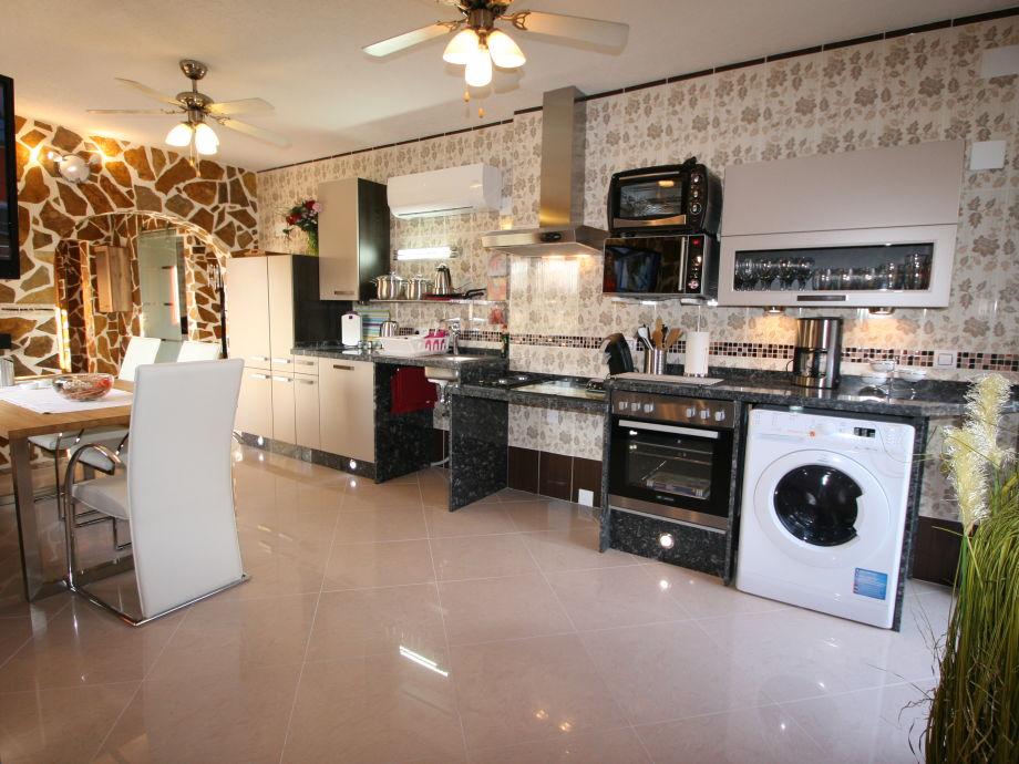 Moderner,hochwertige,  unterfahrbare Küche