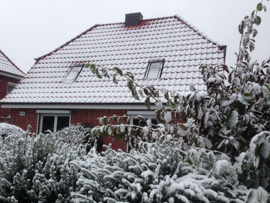 Winterliche Impression Vorderansicht des Hauses