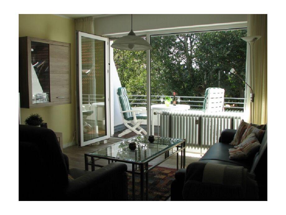 Wohnbereich mit Blick um Balkon