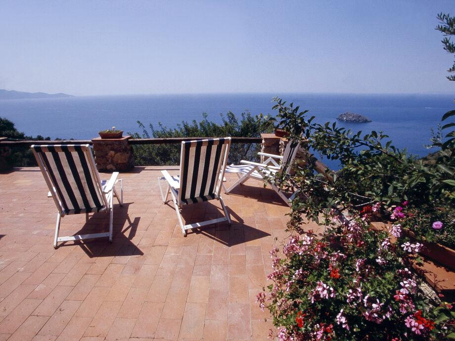 Blick auf's Meer von der Terrasse des Ferienhauses