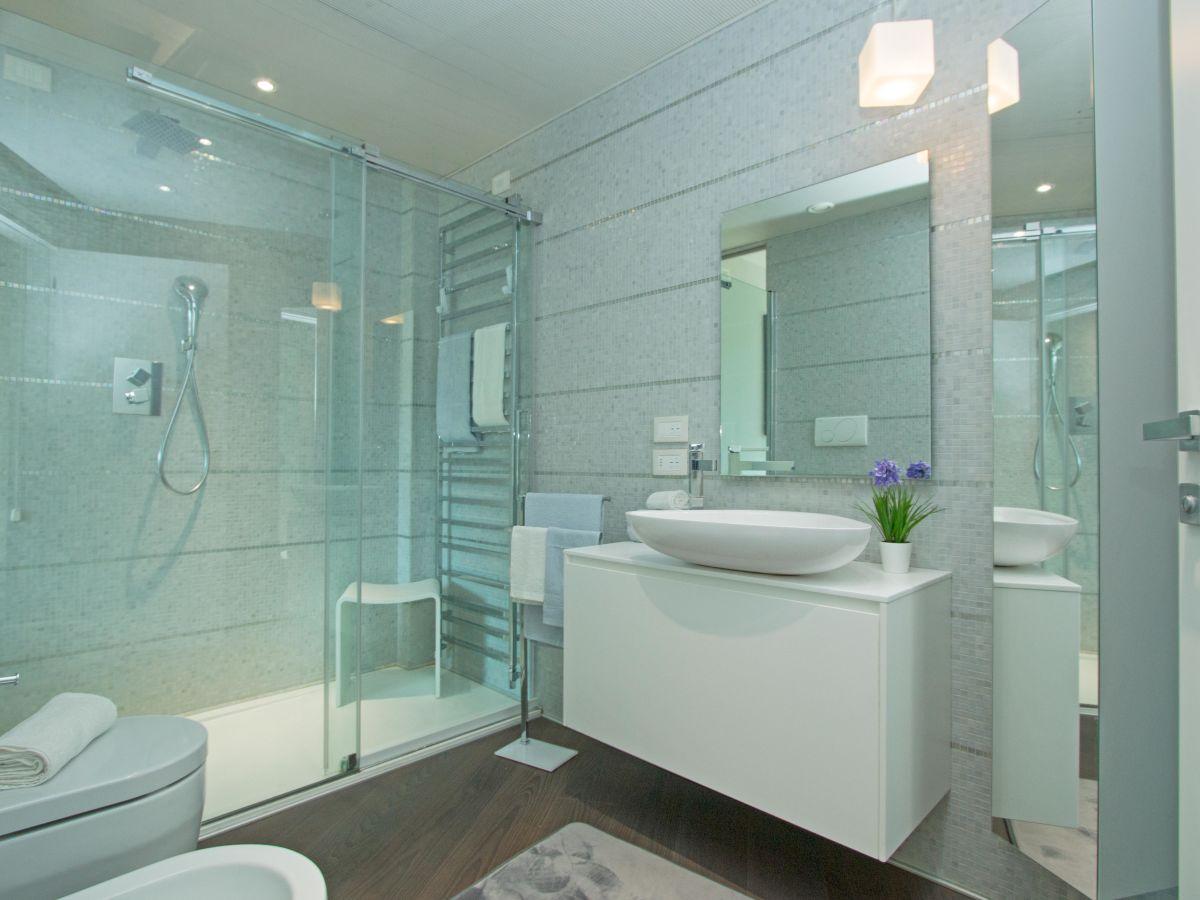 ferienwohnung bristol exclusive 1 padenghe sul garda. Black Bedroom Furniture Sets. Home Design Ideas