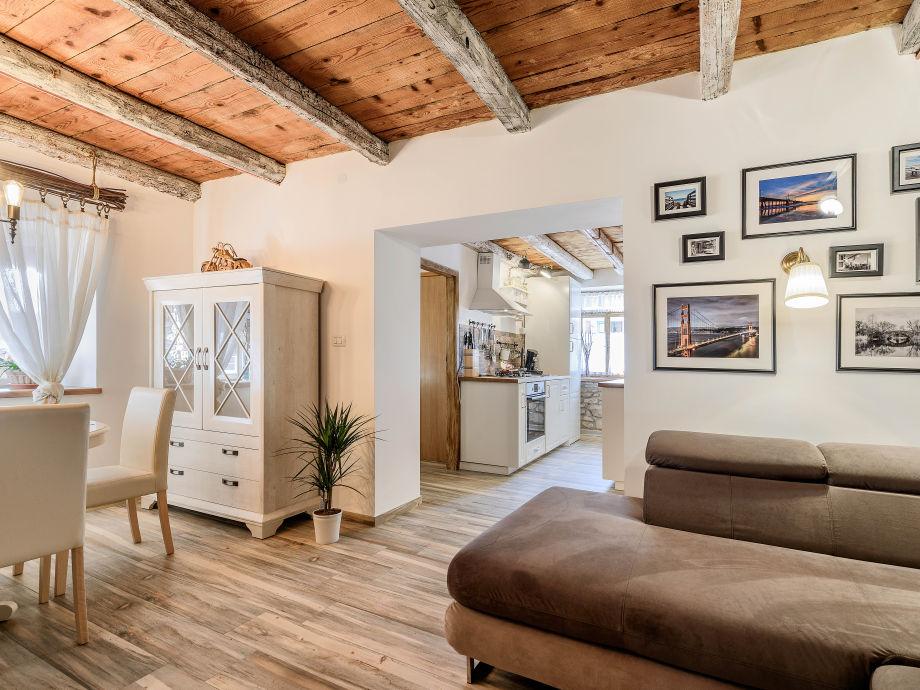 Wohnraum zur Entspannung und Unterhaltung, mit Küche