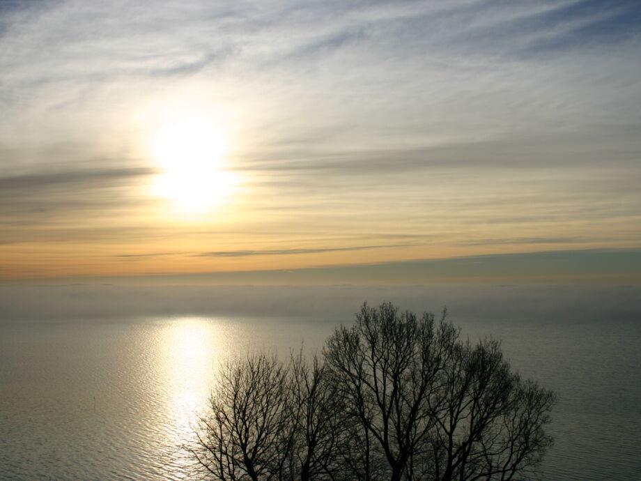 freier Ostseeblick auf das Wolkenspiel im  Winter