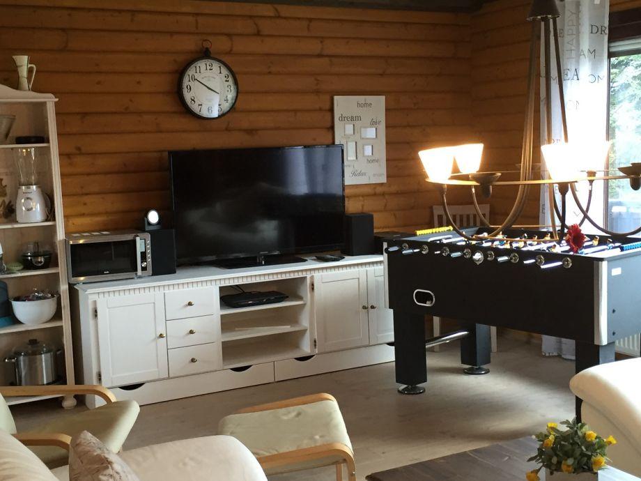 Wohnzimmer Haus 43 mit TV und Tischfußball