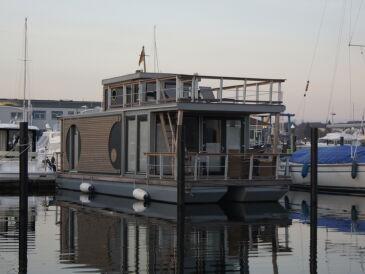 Hausboot Under Dock 17