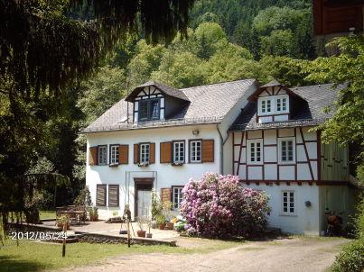 Schneider in der romantischen Mühle
