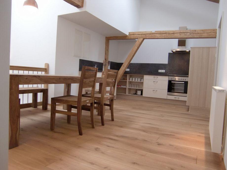 Die Küche mit Essplatz für 8 Personen