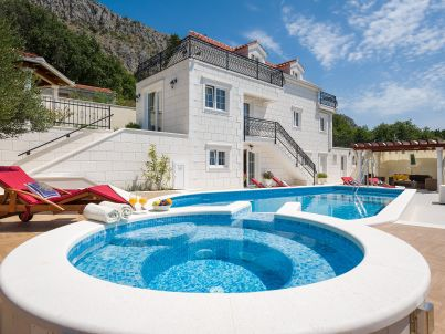 Villa Gita with heated pool, jacuzzi, gym and sauna