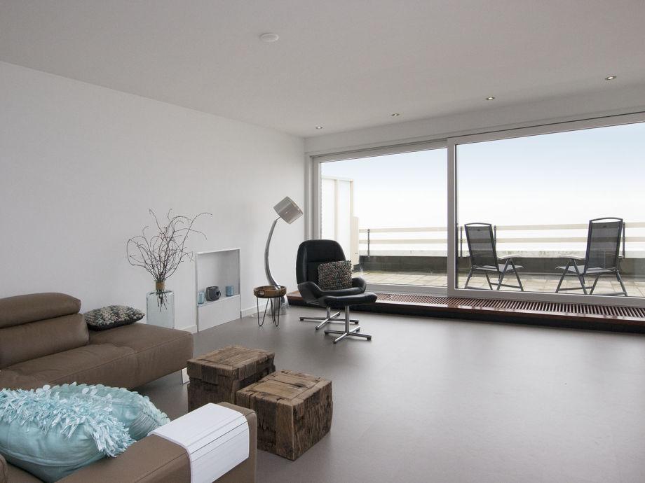 Das Wohnzimmer mit herrlicher Couch und Meerblick