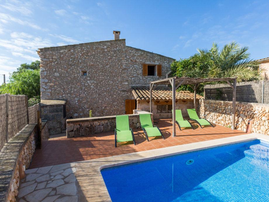 Villa mit einem großen Pool