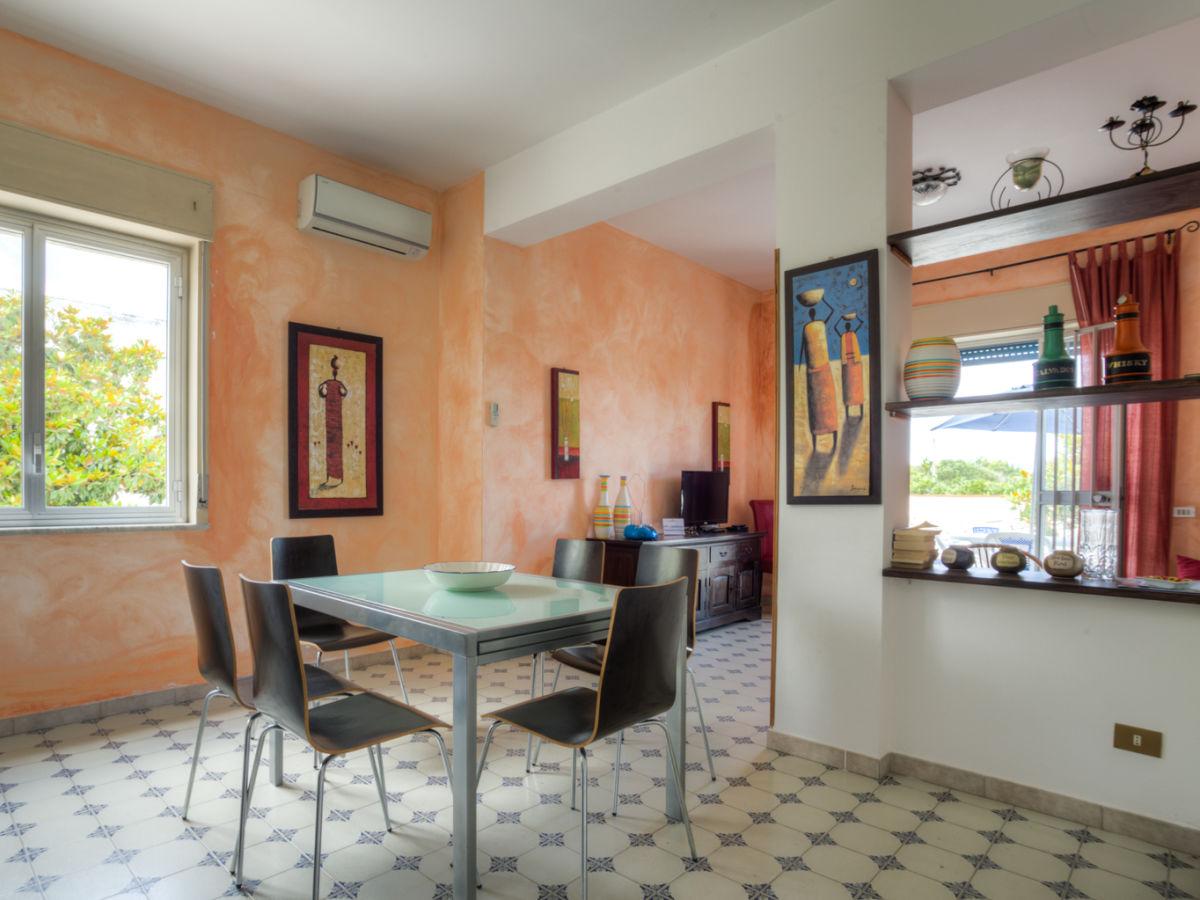 ferienwohnung villa iolanda i oliveri sizilien firma ferienhaus sizilien herr oskar golde. Black Bedroom Furniture Sets. Home Design Ideas