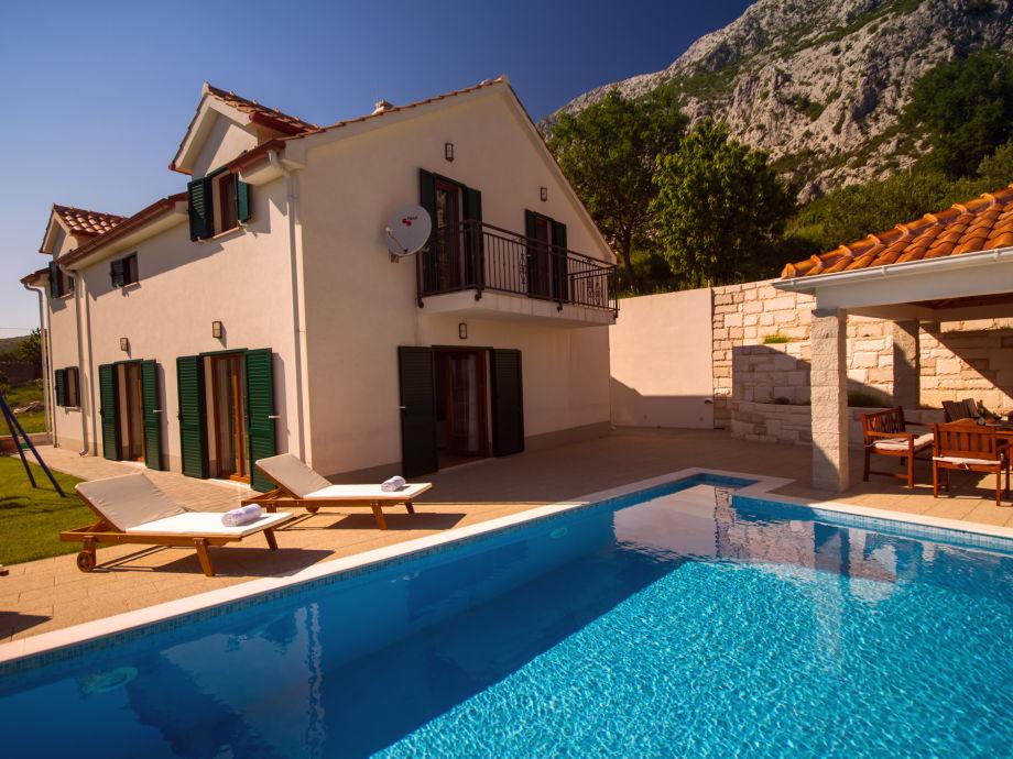 Schwimmbad und Haus