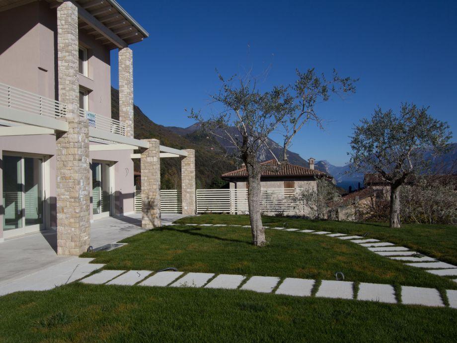 Blick vom Garten auf die Residenz Piccolo Paradiso
