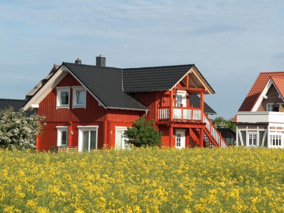 Haus vom Feld